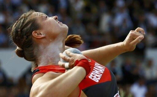 Christina Schwanitz holt mit 19,51 Metern Platz drei