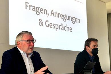 Landrat Matthias Damm (l.) und der Mittweidaer OB Ralf Schreiber haben sich am Donnerstag im Rathaussaal die Probleme und Sorgen der Händler mit den Folgen des Lockdowns gewidmet.