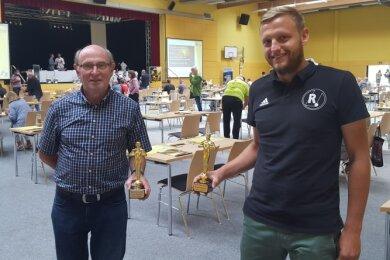 Hans Marschner, der Präsident des LWV Geringswalde, und Benjamin Zschage (Vereinschef von Rotation Göritzhain) wurden beim Kreissporttag in Hartha für ihre Verdienste mit dem Sport-Oscar ausgezeichnet.