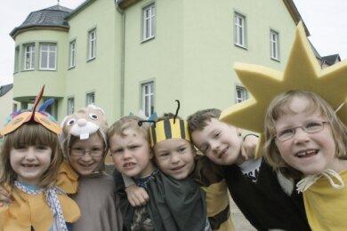 """<p class=""""artikelinhalt"""">Kinder der Kita Pfiffikus haben zur Eröffnung des Mehrgenerationshauses ein Programm aufgeführt. Im Erdgeschosses des Gebäudes erhält der Kindergarten neue Räume.</p>"""
