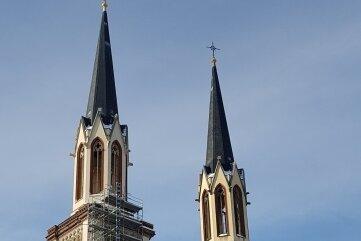 Seit zweieinhalb Jahren schweigen die Glocken der Oelsnitzer Jakobikirche. Jetzt beginnen die Arbeiten mit dem Ziel, dass diese Zeit in diesem Jahr eine Ende hat. Zum Erntedankfest ist Glockenweihe geplant.