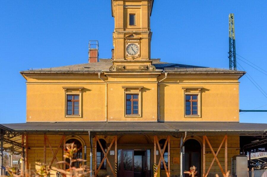 Der Bahnhof in Reichenbach wäre als Logistik-Zentrum denkbar. Die Stadt versucht seit Jahren, ihn zu kaufen. Doch sie kann sich mit dem Eigentümer nicht auf einen Preis einigen.