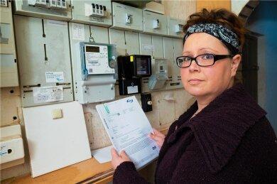 Susann Bilz aus Gelenau hat ein fünfstelliges Problem: Ihre Familie soll über mehrere Jahre hinweg ein Vielfaches der Strommenge verbraucht haben, für die sie Abschläge bezahlt.