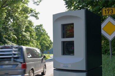 2018 ist der stationäre Blitzer am Gasthof Memmendorf aufgestellt worden. Aktuell ist er verhüllt.