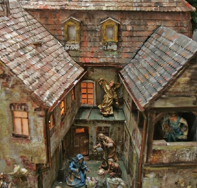 """<p class=""""artikelinhalt"""">Eines der Objekte ist bereits fertig: Die Werdauer Krippe. Geschnitzt wurde diese von Norbert Kühnel aus Lindau. Der Künstler will bis Dezember neun weitere Häuser schaffen.  </p>"""