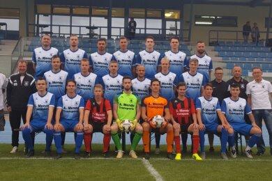 Die Sachsenliga-Mannschaft des SV Germania Mittweida 2020/2021. Das Team um Trainer Uwe Schneider (mittlere Reihe links) erwartet eine Mammutsaison mit 22 Mannschaften.