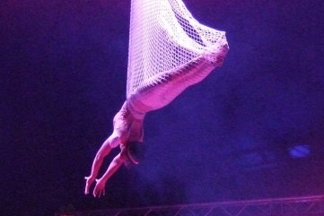 Wesentlicher Bestandteil des Zirkusprogramms von Baroness ist Artistik. Dazu gehört Joena, die Königin der Lüfte.