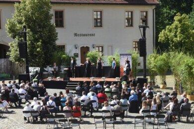 Der Verein Midea veranstaltete in diesem Jahr im Innenhof des Wasserschloßes Klaffenbach zahlreiche Jugendweihe-Feiern. Auf dem Gelände konnte der nötige Mindestabstand gut eingehalten werden. Doch die Kosten für die im Außenbereich zusätzlich notwendige Technik waren hoch.