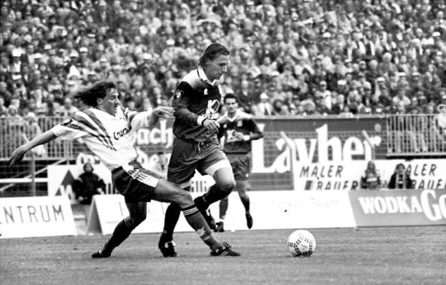 Harry Koch (l.) im Zweikampf mit Sascha Lense. Szene vom Heimspiel des FSV Zwickau gegen Kaiserslautern am 22. Mai 1997.