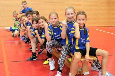 """Die Grundschule Leubsdorf (blaue Trikots) gewann den Wettbewerb """"Risiko raus!""""."""