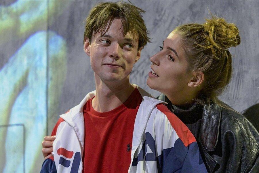 """Morris Weckherlin und Lisa Mattiuzzo im neuen Stück am Schauspiel Chemnitz """"Das Maß der Dinge""""."""
