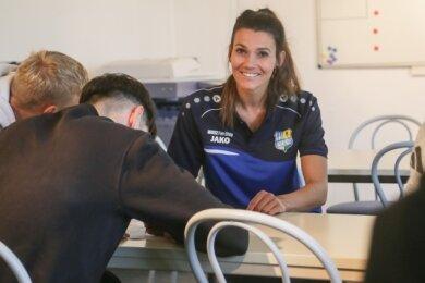 Marie Hengst während eines Workshops mit der U 19 des Chemnitzer FC. Seit März arbeitet die Sportpsychologin für den Verein.