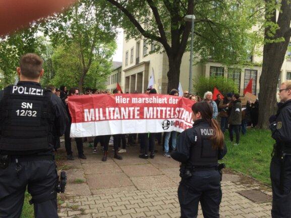 Rund 150 Gegendemonstranten protestieren gegen das Pro-Chemnitz-Bürgerfest.