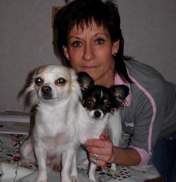 """<p class=""""artikelinhalt"""">Die Penigerin Sylvia Liebschner mit ihren zwei Lieblingen Hannes und Jonna (r.), die in Markkleeberg alle zu gewinnenden Preise erfolgreich abgeräumt hat.</p>"""