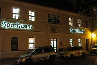 Im Jahr 2022 sollen in der Sparkasse am Unteren Markt in Schwarzenberg die Lichter ausgehen. Die Filiale werde in die an der Grünhainer Straße integriert. Das Gebäude soll verkauft werden.