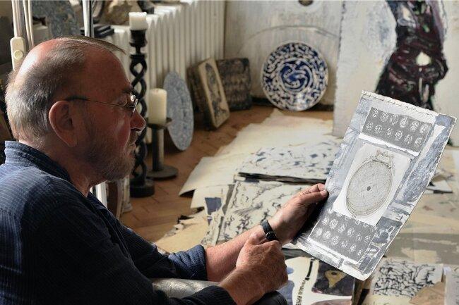 Versiert und vielseitig im gerahmten und bewegten Bild: der Künstler und Filmemacher Jürgen Böttcher alias Strawalde in seinem Atelier.