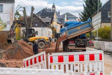 Der Dorfbach in Auerbach wird in ein neues Rohr aus Beton verpackt. Dafür ist die Ortsdurchfahrt gesperrt.