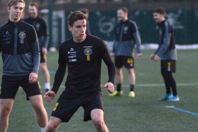 Florian Hansch (vorn beim Training) erlebte in Leipzig seine Premiere im VfB-Dress und deute sofort an, wie wertvoll er sein kann.