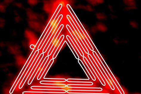 So rot sieht das dreieckige Nano-Labor unter dem Mikroskop aus - darüber die schematische Darstellung des gefalteten DNA-Strangs.