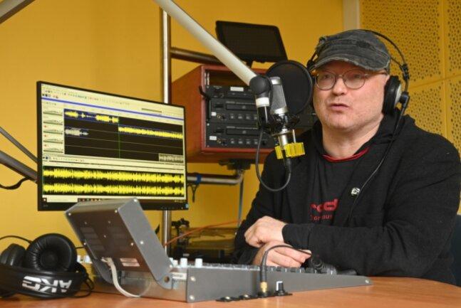 Jörg Braune ist nicht nur Koordinator von Radio T, sondern auch selbst begeisterter Radiomacher.