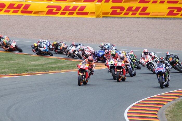 Motorrad-Weltmeister Marquez feierte einen souveränen Sieg auf dem Sachsenring.