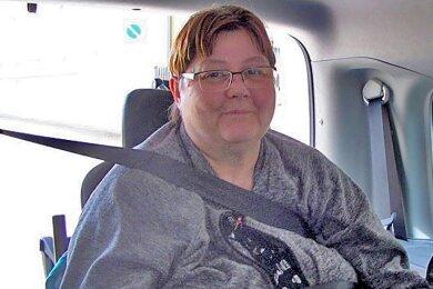 Angela Graichen kann jetzt im hinteren Teil ihres Fahrzeuges im Rollstuhl sitzend und sicher angegurtet auch ohne lange Vorbestellung und Kosten für die Beförderung unterwegs sein.