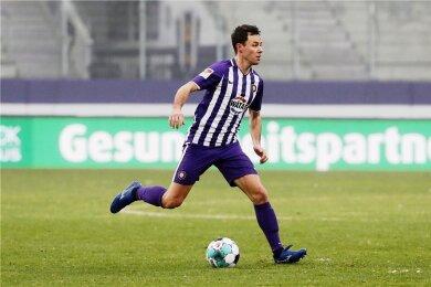 11 Kilometer gegen Braunschweig, 11,5 gegen Nürnberg und Karlsruhe sowie 11,7 gegen St. Pauli: Die Daten von Clemens Fandrich aus den vergangenen Partien zeigen dessen Qualitäten als Dauerläufer.