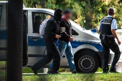 """Festnahme eines Tatverdächtigen der Gruppe """"Revolution Chemnitz""""."""