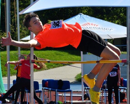 Theo Lagatz vom SV Mühlbach erkämpfte sich den Landesmeistertitel beim Hochsprung. Er übersprang 1,68Meter und durfte sich damit über die Goldmedaille freuen.