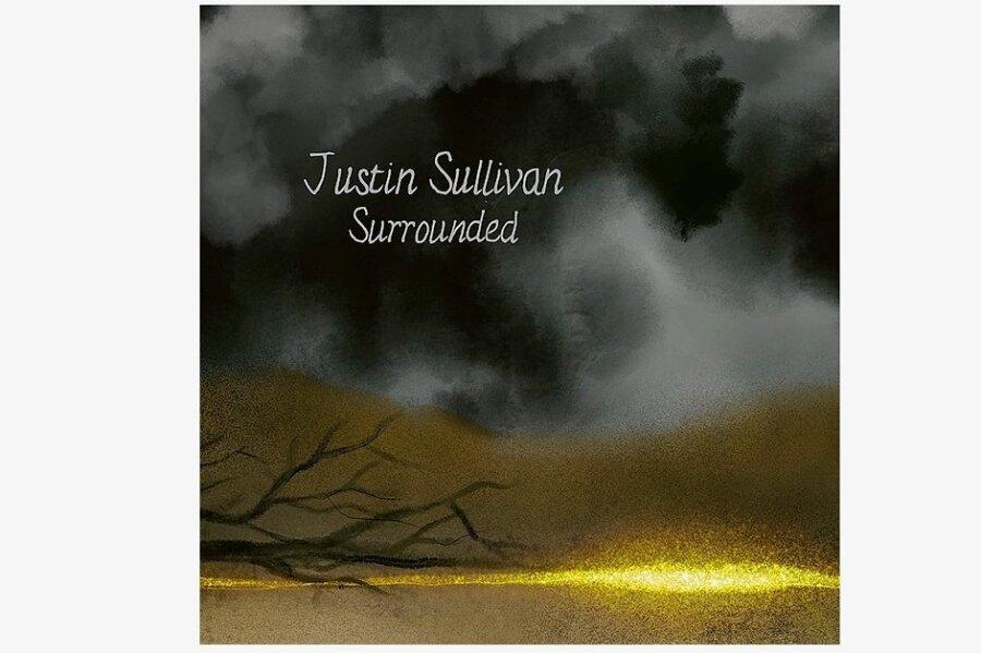 """Gegensatz: """"Surrounded"""" von Justin Sullivan"""