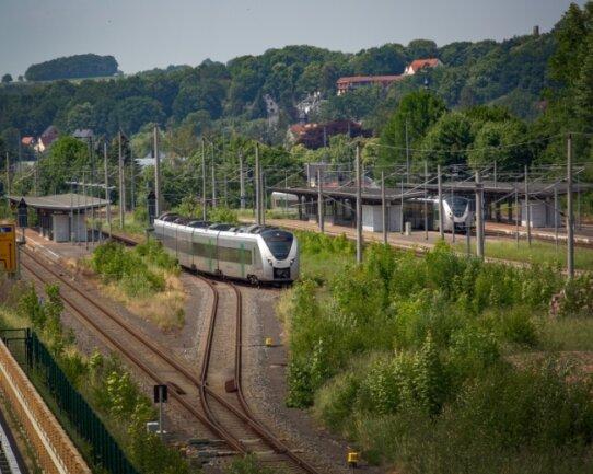 Ein Blick auf die Bahnsteige am Bahnhof Flöha.