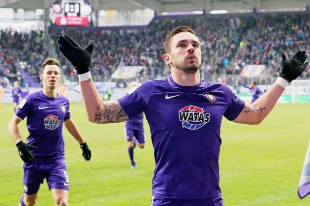 Pascal Testroet, der zweifache Torschütze für den FC Erzgebirge Aue, in Jubelpose. Seine zwei Treffer reichten dennoch nicht zum Sieg gegen Darmstadt.