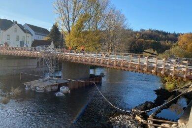 Der Brückenkörper ist fast fertig. Nächste Woche sollen die Geländer montiert werden. Entscheidend ist aber der Tiefbau.