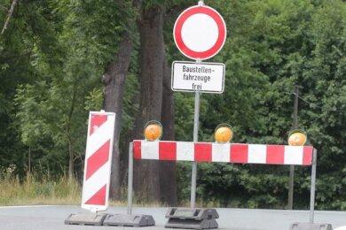 Die Ortsdurchfahrt Klingenthal ist wegen eines Hausabrisses in dieser Woche gesperrt (Symbolbild). Dadurch fahren derzeit auch keine Linienbusse. Das sorgt bei Bürgern für Verdruss.
