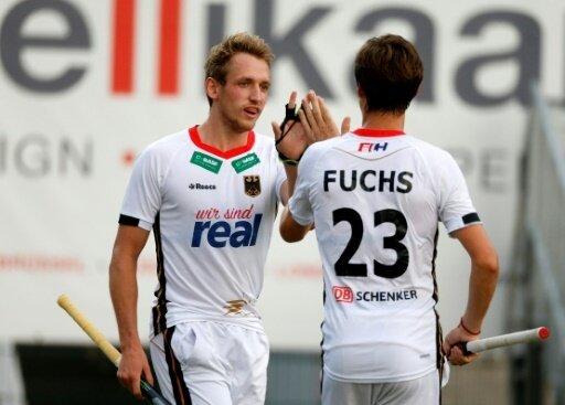 Timm Herzbruch (l.) bejubelt sein Tor zum 3:0