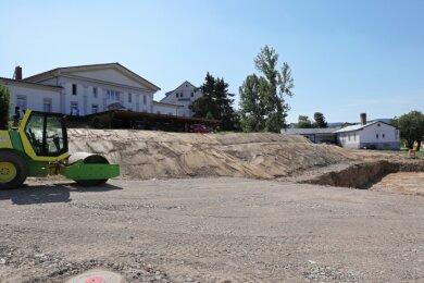 Unterhalb des ehemaligen Kulturhauses in Raschau ist eine Baustelle, auf der in den nächsten Monaten neue Häuser entstehen.