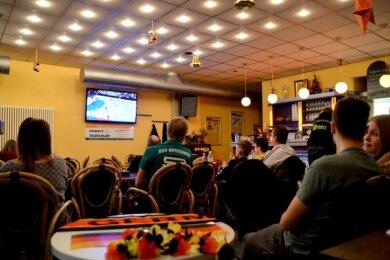 Public Viewing zur Handball-Weltmeisterschaft im Bistro der Kurt-Helbig-Halle wie im Foto wird es dieses Jahr nicht geben.