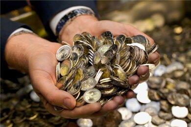 Die Coronapandemie hat den Geldfluss in die Staatskasse gebremst und zusätzliche Ausgaben erforderlich gemacht.