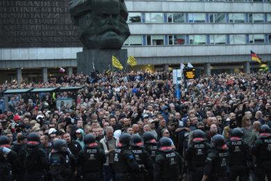 Tausende Demonstranten und Gegendemonstranten standen sich im August 2018 nach dem Tod von Daniel H. in der Chemnitzer Innenstadt gegenüber.