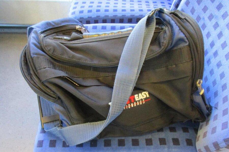 Die Bundespolizei sucht den Besitzer der Sporttasche, die am Montag in Werdau für Aufregung gesorgt hatte.