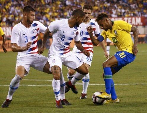 Neymar (r.) traf gegen die USA per Foulelfmeter zum 2:0