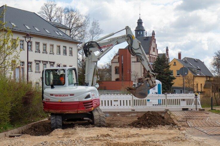 Auf dem Oberlungwitzer Festplatz wird die Fläche für das Funktionsgebäude vorbereitet.