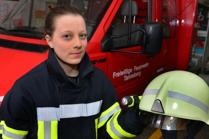 Sara Partzsch aus Tanneberg will unbedingt mit zu Einsätzen fahren. Die Ausrüstung hat sie schon.