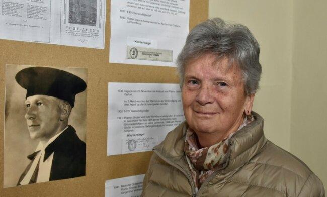 Ute Wohlrab hat eine Ausstellung vorbereitet, in der viele interessante Informationen vermittelt und Dokumente gezeigt werden.