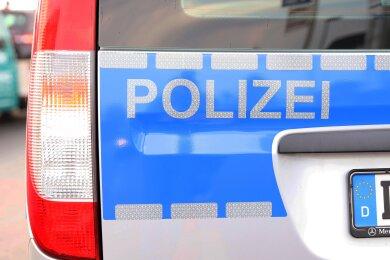 Die Polizei hat drei mutmaßliche Ladendiebe im Annaberg-Buchholzer Ortsteil Kleinrückerswalde am Freitagabend auf frischer Tat ertappt.