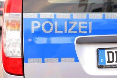 Unbekannte haben in der Nacht zum Freitag in Zwickau insgesamt vier Pkw aufgebrochen.