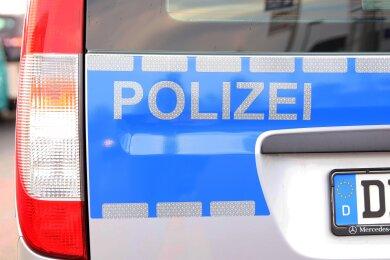 Unbekannte haben zwischen dem ersten und zweiten Weihnachtsfeiertag am Lohberg in Lichtenstein mehrere Nägel auf der Straße verteilt.
