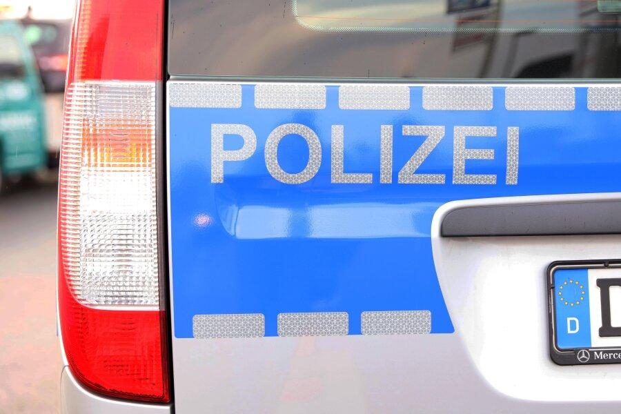 Ein 40-jähriger Mann ist in einem Supermarkt in Zwickau mit gestohlenen Waren im Wert von etwa 110 Euro erwischt worden.