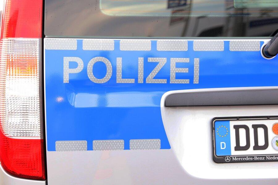 106 Polizisten und Zollbeamte decken drei Straftaten auf