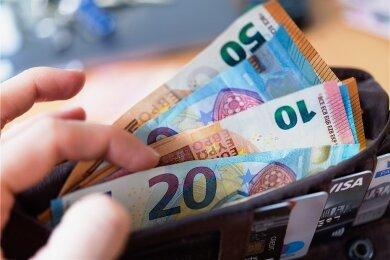 """Die Studie wird über Spenden finanziert, die der Verein """"Mein Grundeinkommen"""" akquiriert. Drei Jahre lang bekomme 120 Menschen 1200 Euro geschenkt. Die Bewerberzahl war riesig."""